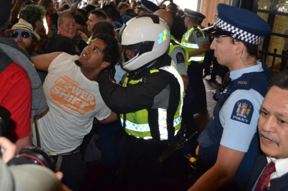 """What kind of a cop is this? No ID, No badge, No uniform, A crash helmet. He roamed around beating up on young girls."" says an eye-witness http://t.co/eFWWrKH9 #tpp #tppa #d8"